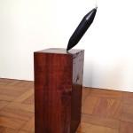 O fundo do poco madeira Imbuia marmore negro cabo de aco  28x12x12cm e haste
