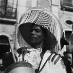 Pierre Verger - Embaixada Mexica na, Carnaval, Salvador, Brasil - 1951 - gelatina e prata - cr+®dito Funda+º+úo Pierre Verger