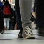 Frame do vídeo filmado na estação de trem e metrô Haputbahnhof em Düsseldorf, Alemanha.