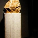 Ame?lia Toledo, Impulso (se?r ie), Bloco de pedra polida e semi polida sobre coluna de concreto, 1999 - 2017 B (1)
