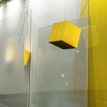 SobreAmarelos_madeira pintada e vidro_400x400x150cm_2017.
