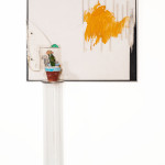 Wesley Duke Lee  A Respeito da paisagem (Homenagem a Tarsila) 1970 arte ambiental liquitex s tela coluna de acrilico e planta viva 200 x 100 x 40 cm